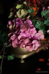 Stalo dekoras su gėlėm