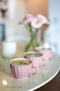 Saldus stalas ir kava