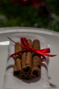 Kalėdinio stalo serviravimas cinamonu
