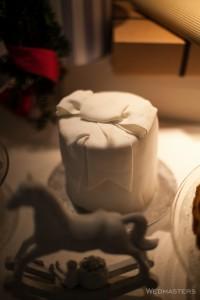 Kalėdinio saldaus stalo baltas tortas