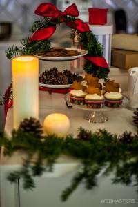Kalėdinis saldus stalas su keksiukais