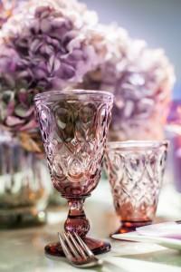 Violetinės spalvos dekoro stalo taurės