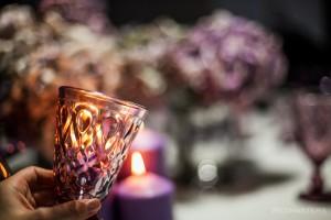 Violetinės spalvos stalo taurė